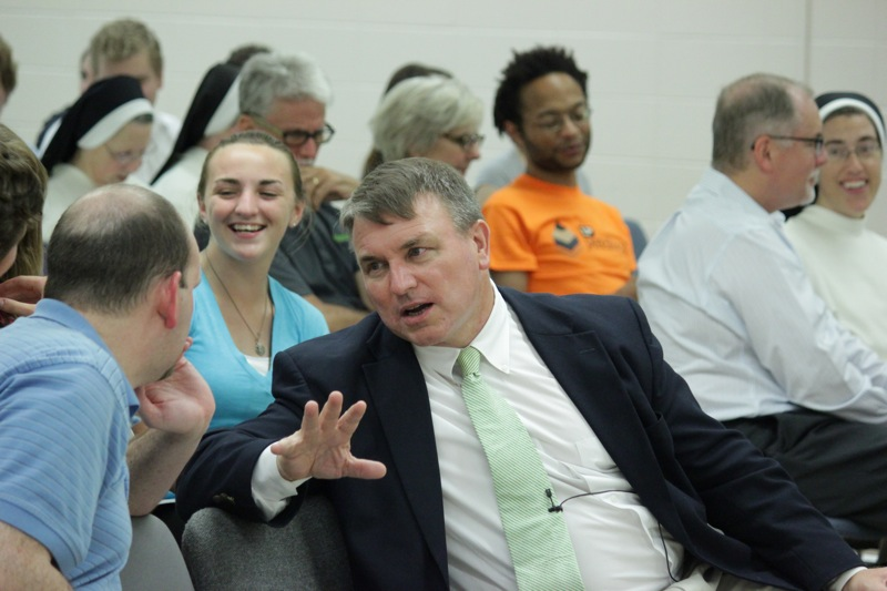 Mr.-Pearce-speaks-to-an-attendee-prior-to-his-lecture